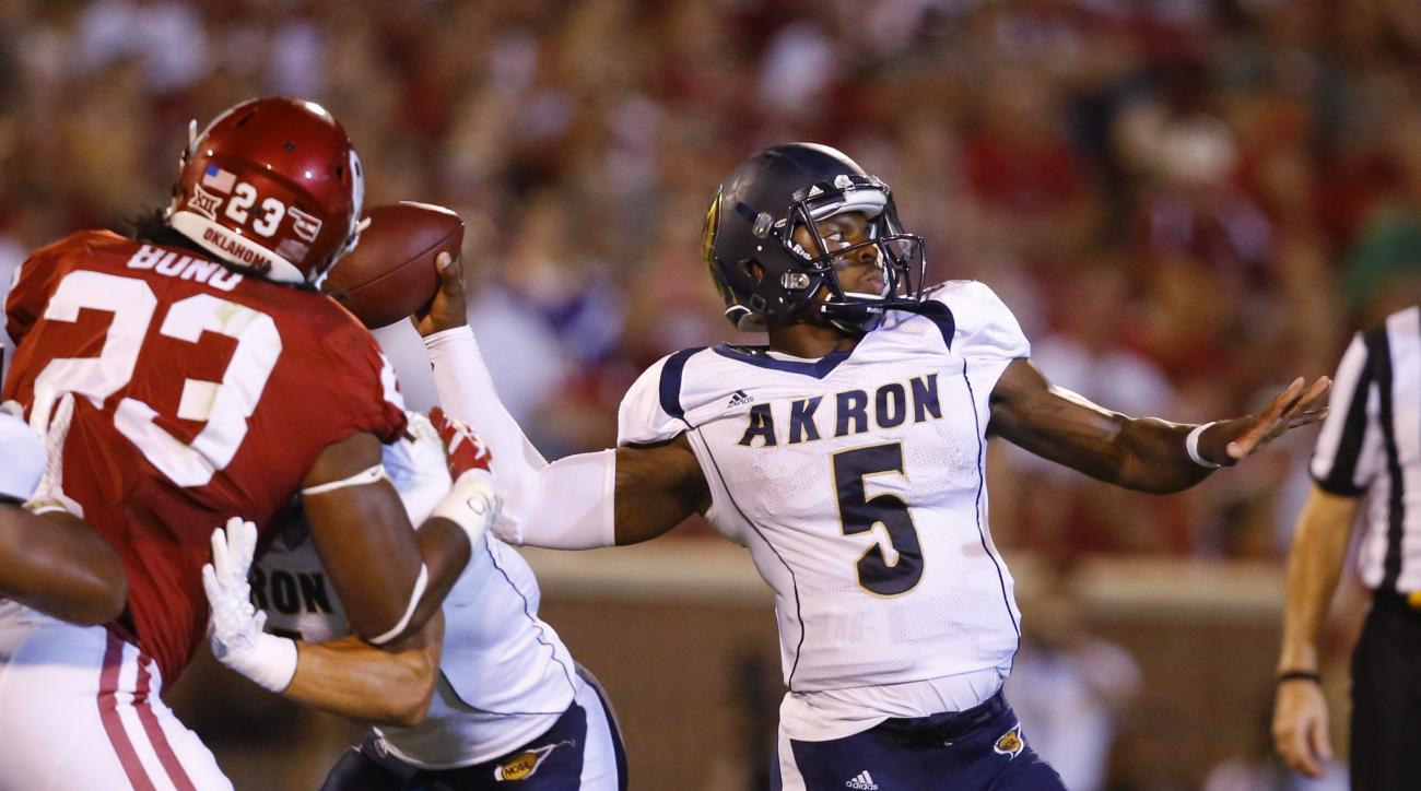 Akron quarterback Tra'Vaon Chapman (5) passes in the fourth quarter of an NCAA college football game against Oklahoma in Norman, Okla., Saturday, Sept. 5, 2015. Oklahoma won 41-3. (AP Photo/Sue Ogrocki)