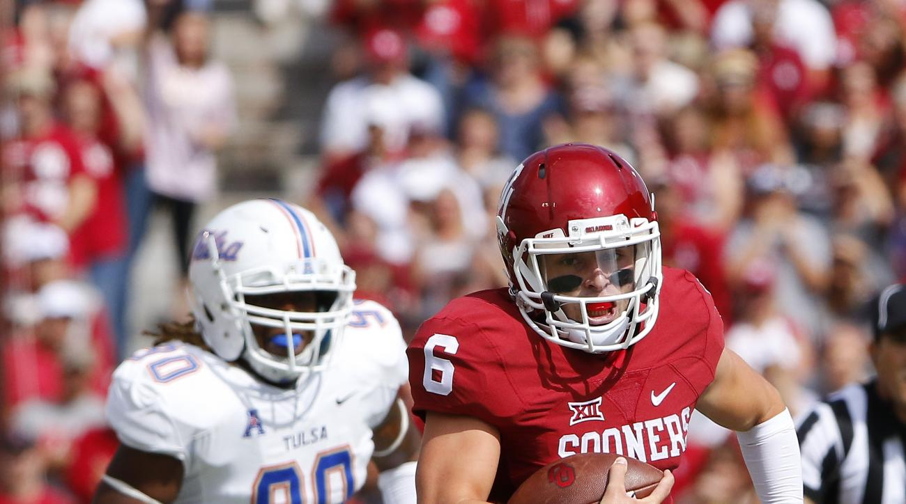 Oklahoma quarterback Baker Mayfield (6) runs for a touchdown ahead of Tulsa defensive end Frankie Davis (90) during the first quarter of an NCAA college football game in Norman, Okla., Saturday, Sept. 19, 2015. (AP Photo/Alonzo Adams)