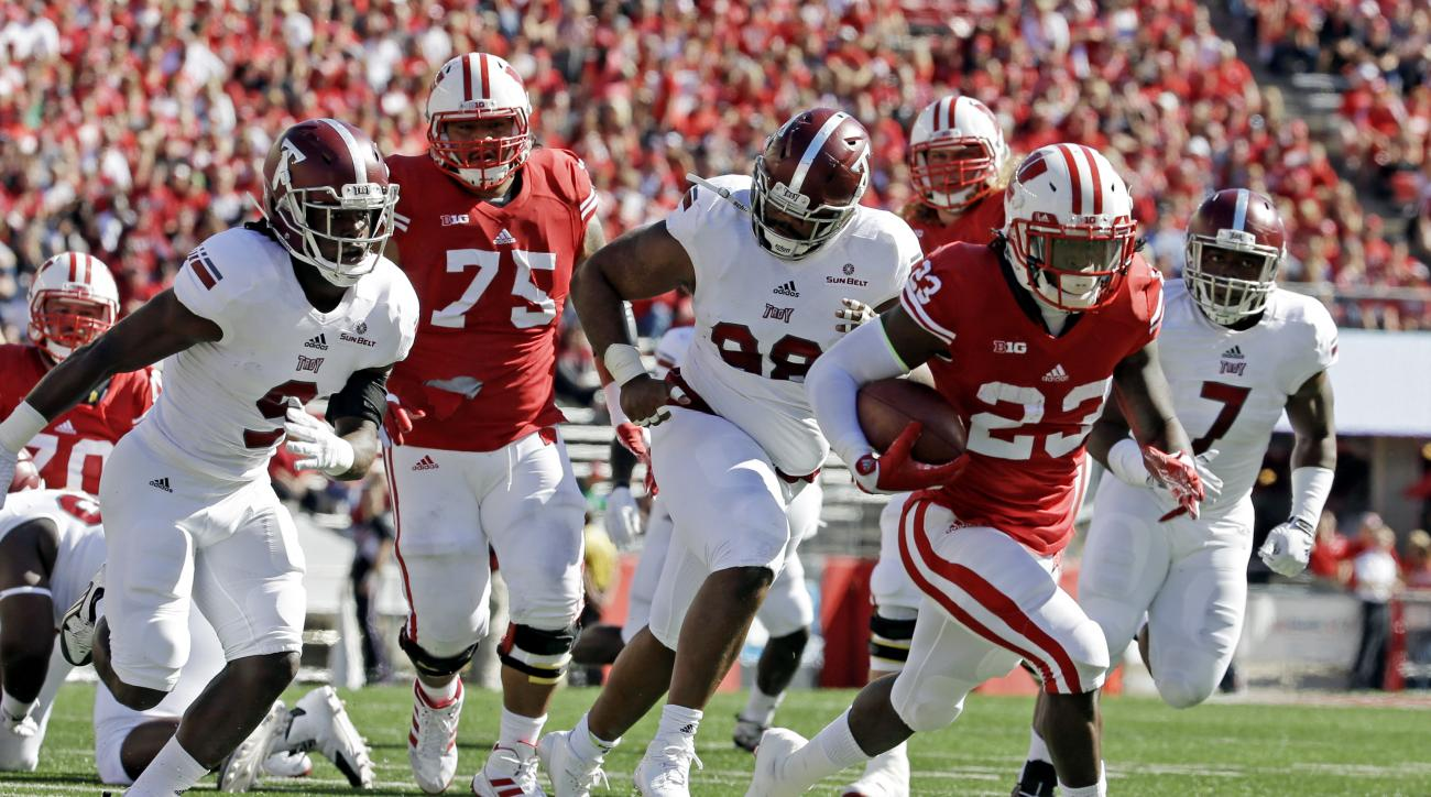 Wisconsin's Dare Ogunbowale breaks away for a touchdown run during the first half of an NCAA college football game against Troy, Saturday, Sept. 19, 2015, in Madison, Wis. (AP Photo/Morry Gash)