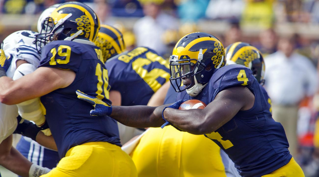 Michigan running back De'Veon Smith (4) rushes in the first quarter of an NCAA college football game against BYU in Ann Arbor, Mich., Saturday, Sept. 26, 2015. (AP Photo/Tony Ding)