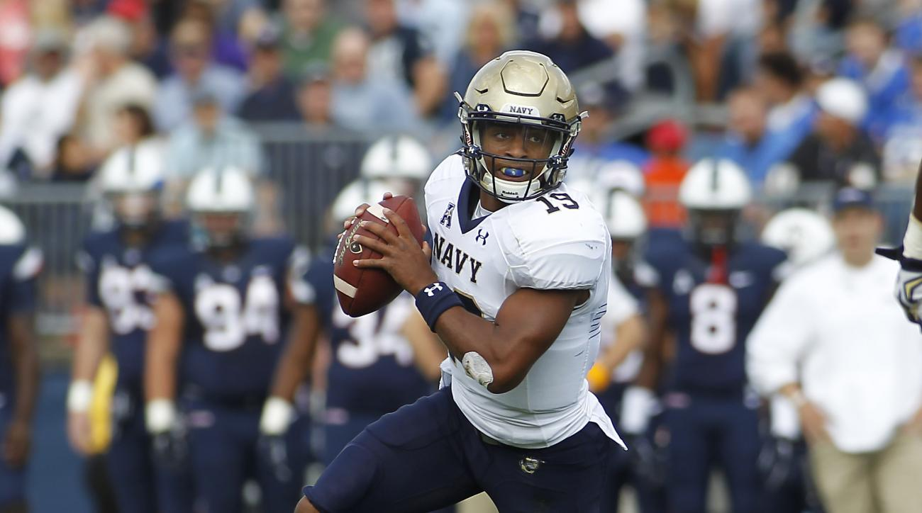 Navy quarterback Keenan Reynolds (19) rolls out of the pocket during the first quarter of an NCAA college football game against Connecticut, Saturday, Sept. 26, 2015, in East Hartford, Conn. ( AP Photo/Stew Milne)