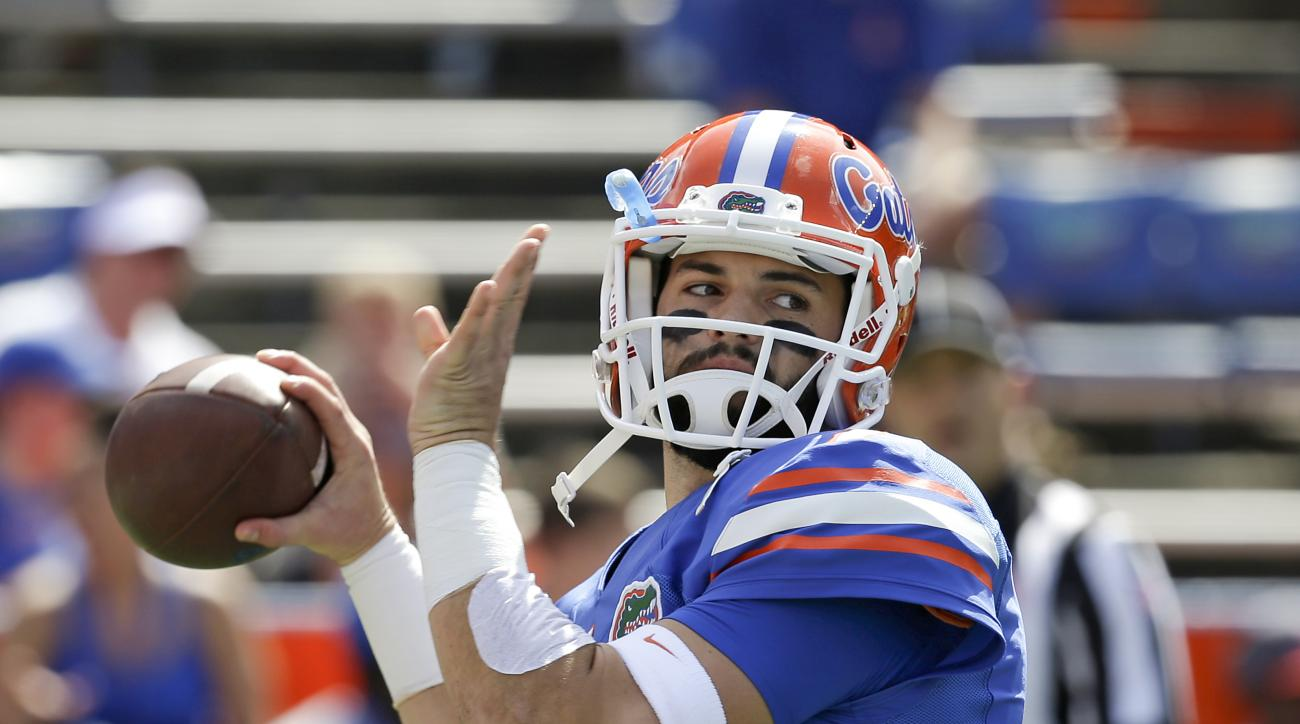 Florida quarterback Will Grier warms up before an NCAA college football game against Tennessee, Saturday, Sept. 26, 2015, in Gainesville, Fla. (AP Photo/John Raoux)