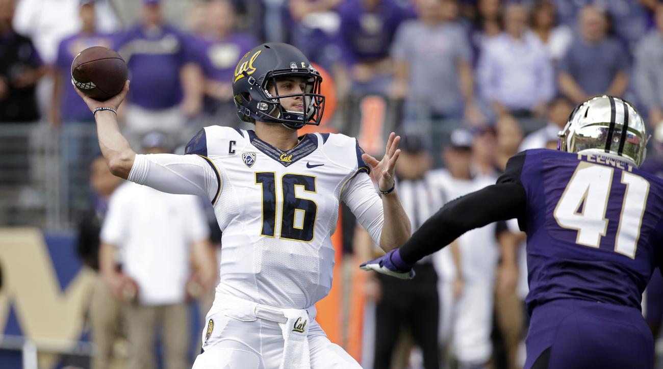 California quarterback Jared Goff (16) drops back to pass as Washington's Travis Feeney pressures him during the first half an NCAA college football game Saturday, Sept. 26, 2015, in Seattle. (AP Photo/Elaine Thompson)