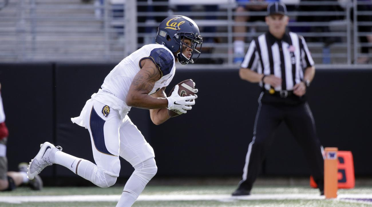 California wide receiver  Bryce Treggs scores on a 23-yard pass play against Washington during the first half an NCAA college football game Saturday, Sept. 26, 2015, in Seattle. (AP Photo/Elaine Thompson)