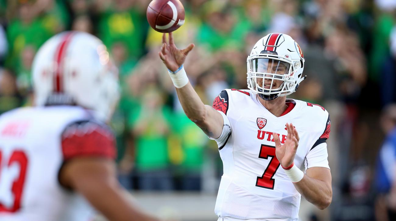 Utah quarterback Travis Wilson (7) passes the ball during the first half of an NCAA college football game against Oregon, Saturday, Sept. 26, 2015, in Eugene, Ore. (AP Photo/Ryan Kang)