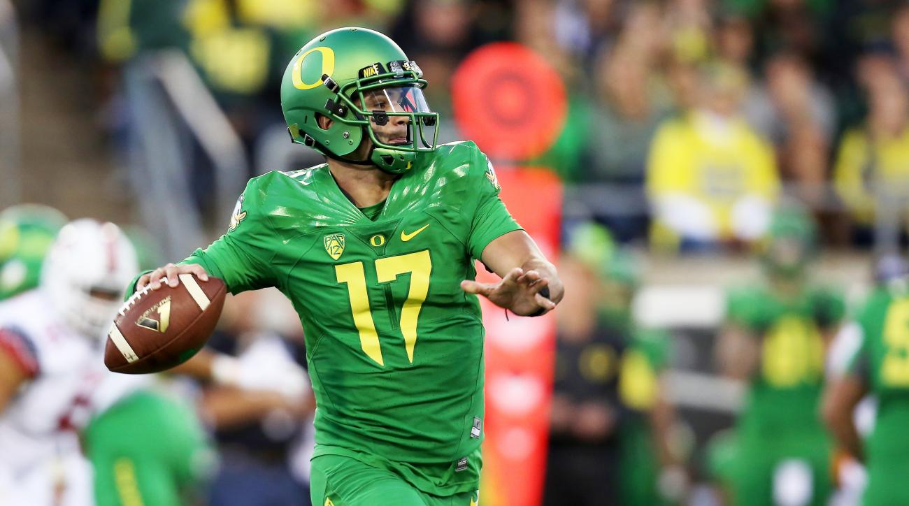 Oregon quarterback Jeff Lockie (17) looks to pass during the first half of an NCAA college football game against Utah, Saturday, Sept. 26, 2015, in Eugene, Ore. (AP Photo/Ryan Kang)