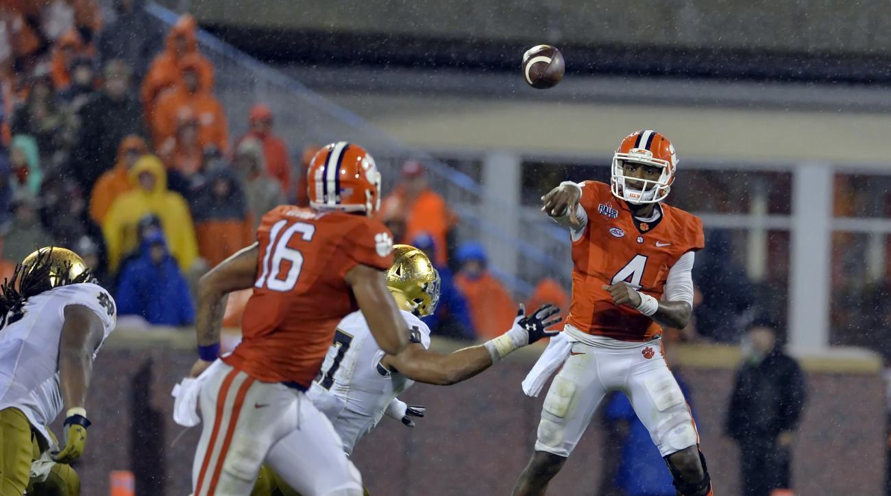 Clemson quarterback Deshaun Watson throws a pass to Jordan Leggett during the second half of an NCAA college football game against Notre Dame Saturday, Oct. 3, 2015,  in Clemson,  S.C.  Clemson won 24-22. (AP Photo/Richard Shiro)