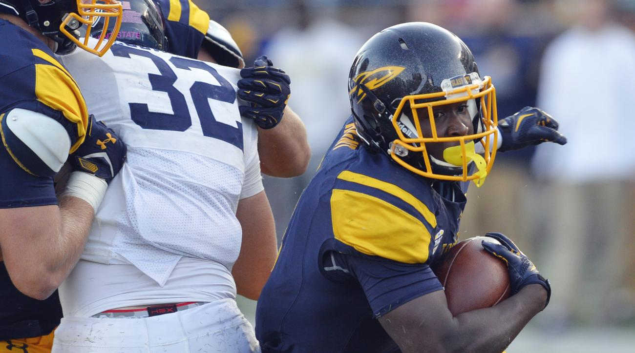Toledo running back Kareem Hunt (3) runs with the ball in the fourth quarter of an NCAA college football game against Kent State, Saturday, Oct. 10, 2015, in Toledo, Ohio. Toledo won 38-7. (AP Photo/David Richard)