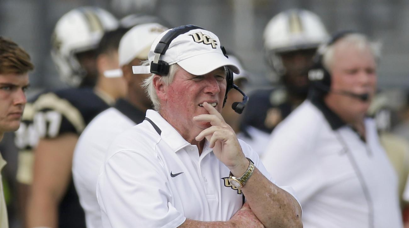 Central Florida head coach George O'Leary watches his team during the final minutes of an NCAA college football game against Houston, Saturday, Oct. 24, 2015, in Orlando, Fla.  Houston won 59-10. (AP Photo/John Raoux)