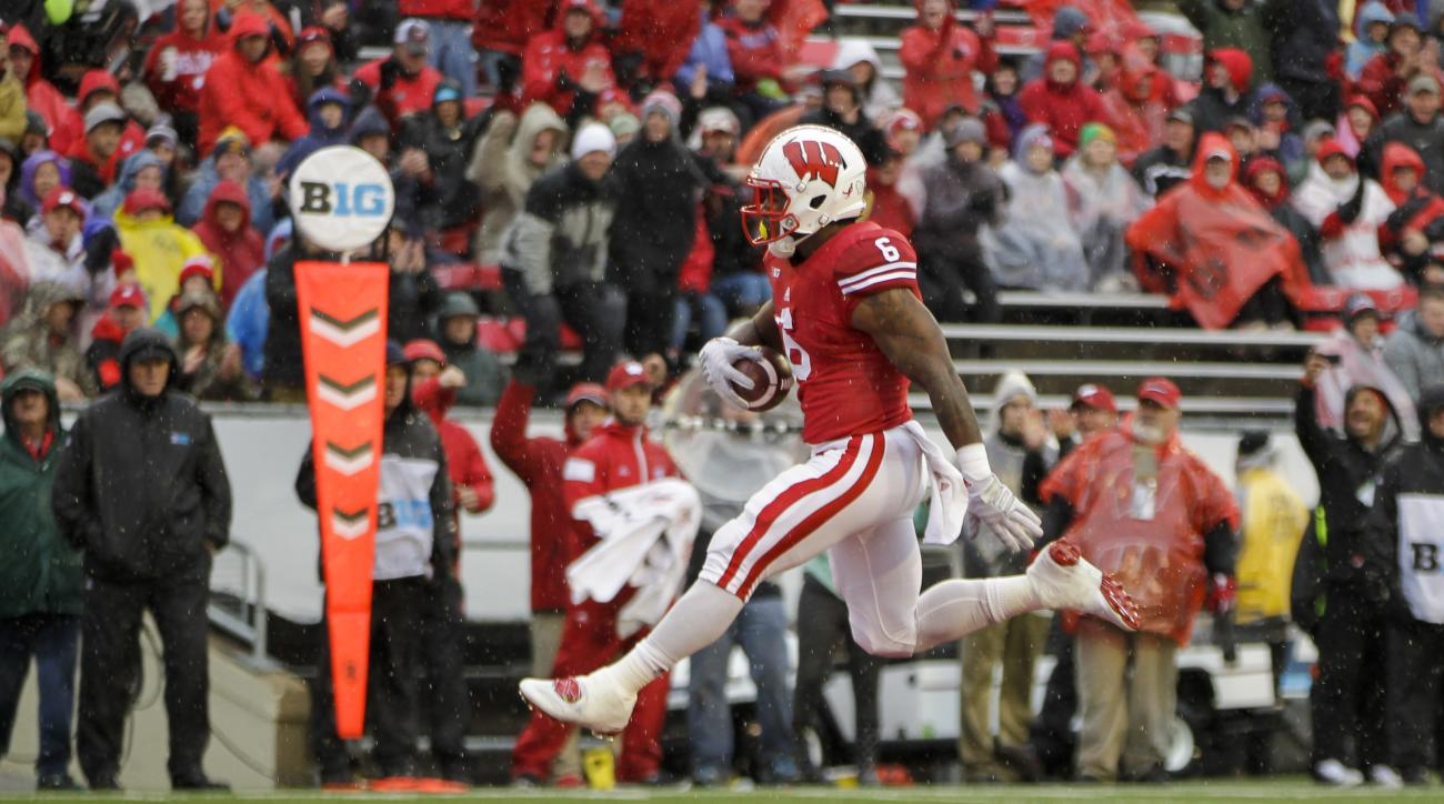 Wisconsin running back Corey Clement (6) runs in for a touchdown against Rutgers during the first half of an NCAA college football game Saturday, Oct. 31, 2015, in Madison, Wis. (AP Photo/Andy Manis)