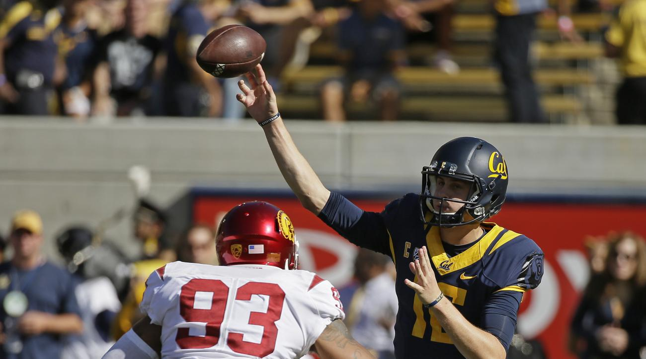California quarterback Jared Goff, right, throws the ball under pressure from Southern California defensive end Greg Townsend Jr., left, during the first half of an NCAA college football game, Saturday, Oct. 31, 2015, in Berkeley, Calif. (AP Photo/Eric Ri