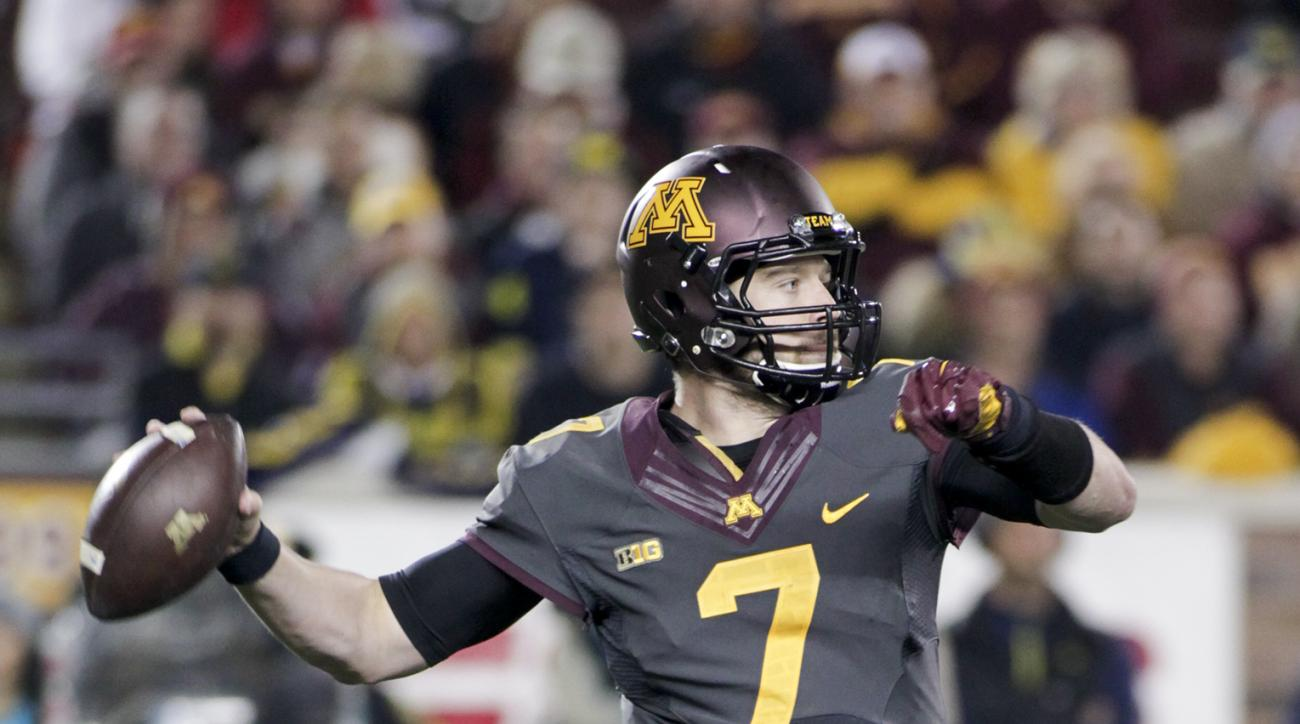 Minnesota quarterback Mitch Leidner (7) looks to pass during the first half of an NCAA college football game Saturday against Michigan, Saturday, Oct. 31, 2015, in Minneapolis.(AP Photo/Paul Battaglia)