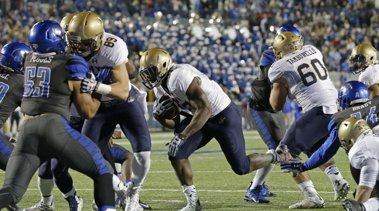 Navy fullback Chris Swain, center, scores a touchdown on a two-yard run against Memphis  in the first half of an NCAA college football game Saturday, Nov. 7, 2015, in Memphis, Tenn. (AP Photo/Mark Humphrey)