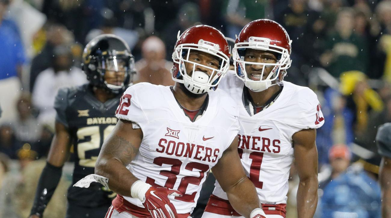 Oklahoma running back Samaje Perine (32) and Dede Westbrook (11) celebrate Perine's touchdown in the first half of an NCAA college football game against Baylor on Saturday, Nov. 14, 2015, in Waco, Texas. (AP Photo/Tony Gutierrez)