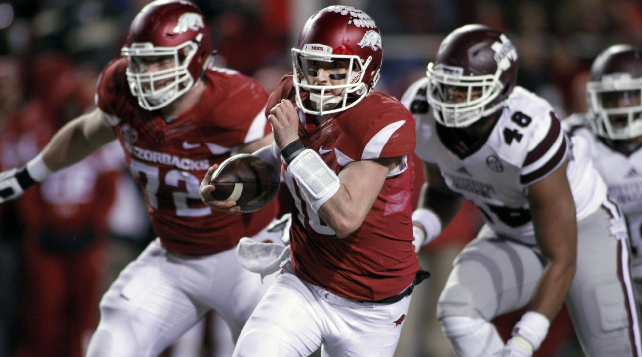Arkansas' Brandon Allen (10) keeps the ball and rushes during the the first half of an NCAA college football game against Mississippi State, Saturday, Nov. 21, 2015 in Fayetteville, Ark. (AP Photo/Samantha Baker)