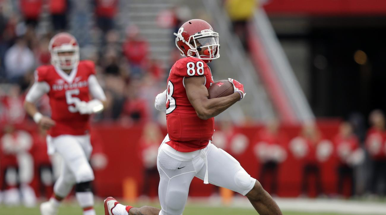 Rutgers wide receiver Andre Patton (88) catches a pass from quarterback Chris Laviano (5) during the first half of an NCAA college football game against Maryland Saturday, Nov. 28, 2015, in Piscataway, N.J. (AP Photo/Mel Evans)