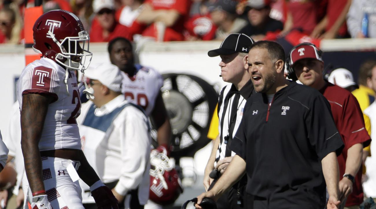 Temple coach Matt Rhule, right, talks to his players during a timeout in the second quarter of the American Athletic Conference championship football game against Houston, Saturday, Dec. 5, 2015, in Houston. (AP Photo/David J. Phillip)