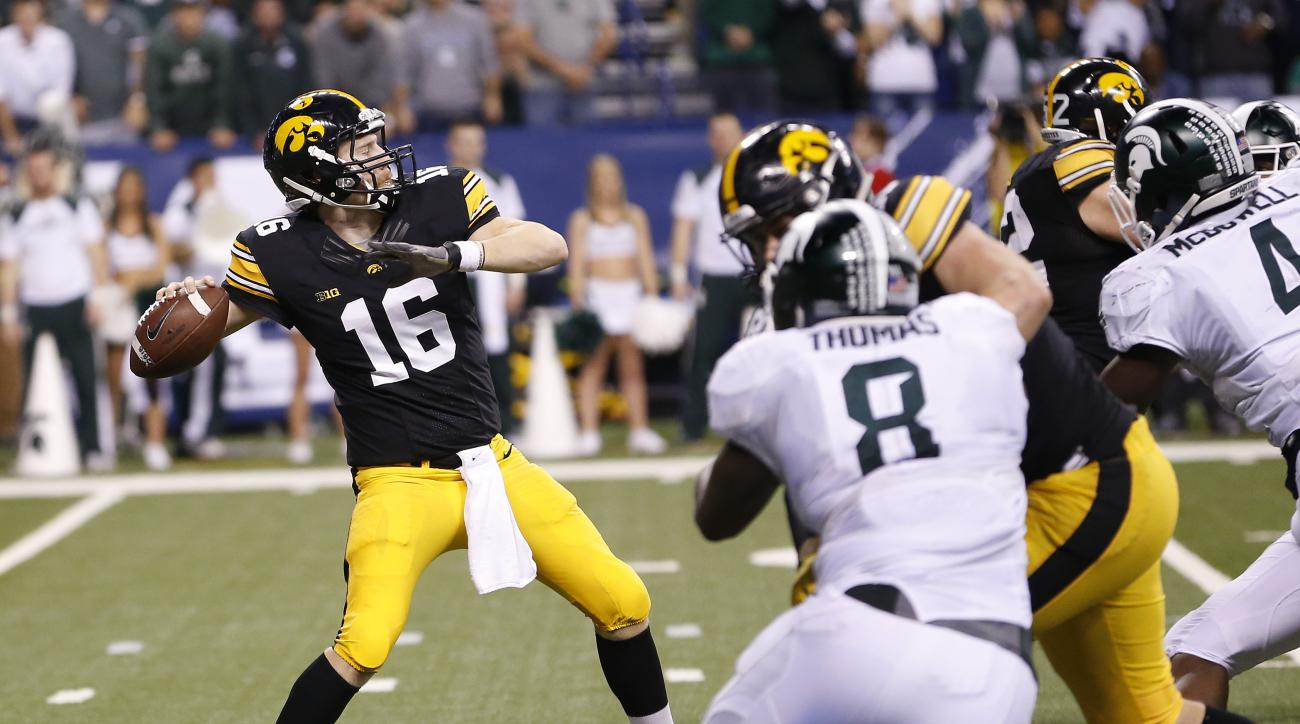 Iowa quarterback C.J. Beathard (16) throws an 85-yard touchdown pass during the second half of the Big Ten championship NCAA college football game against Michigan State, Saturday, Dec. 5, 2015, in Indianapolis. (AP Photo/AJ Mast)