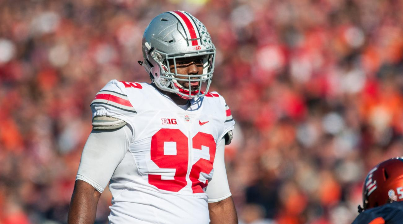 Ohio State defensive lineman Adolphus Washington (92) waits for the start of the next play during an NCAA football game against Illinois Saturday, Nov. 14, 2015 at Memorial Stadium in Champaign, Ill.  Ohio State won 28-3.  (AP Photo/Bradley Leeb)