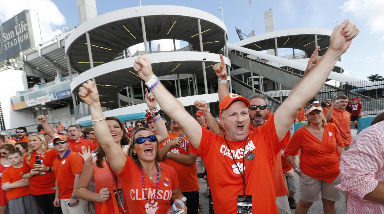 Clemson fans cheer before the team arrived to play against Oklahoma in the Orange Bowl NCAA semifinal college football game Wednesday, Dec. 31, 2015, in Fort Lauderdale, Fla. (AP Photo/Joe Skipper)