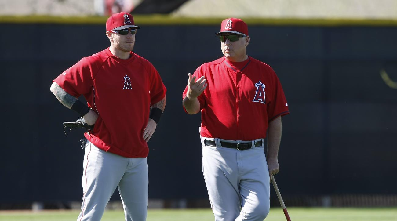 """FILE - In this Feb. 20, 2014, file photo,Los Angeles Angels left fielder Josh Hamilton, left, talks to manager Mike Scioscia during spring training baseball practice in Tempe, Ariz. Scioscia says he's """"really confident"""" about having some communication wit"""