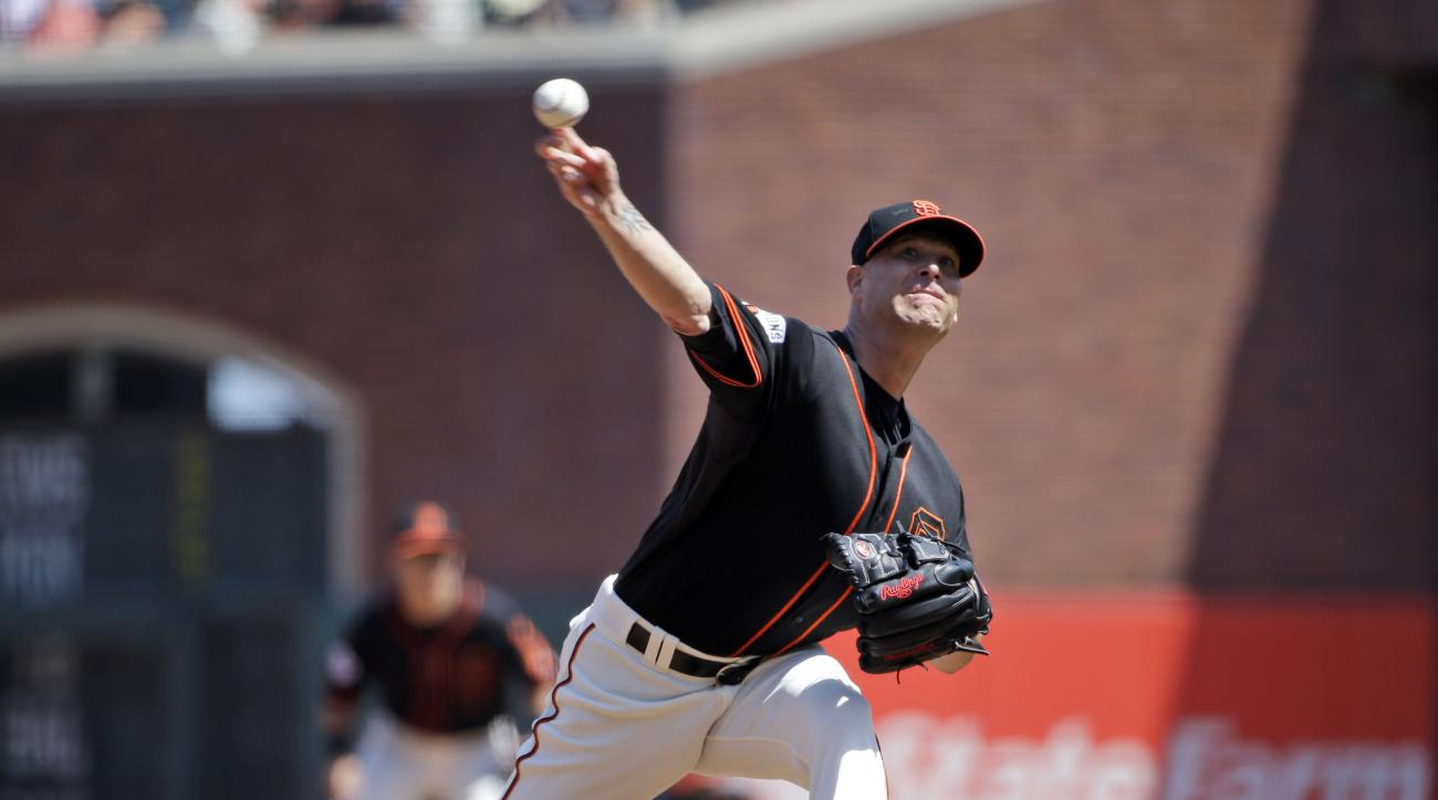 San Francisco Giants starting pitcher Tim Hudson throws to the Los Angeles Angels during the sixth inning of a baseball game on Saturday, May 2, 2015, in San Francisco. (AP Photo/Marcio Jose Sanchez)