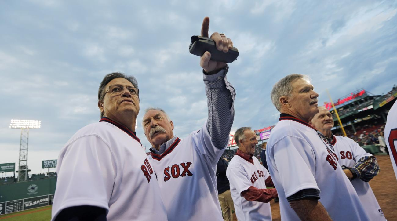 Boston Red Sox former catcher Carlton Fisk, far left, chats with former teammates during pre-game ceremonies at Fenway Park in Boston, Tuesday, May 5, 2015 honoring the 1975 Boston Red Sox baseball team which won the American League pennant. (AP Photo/Eli