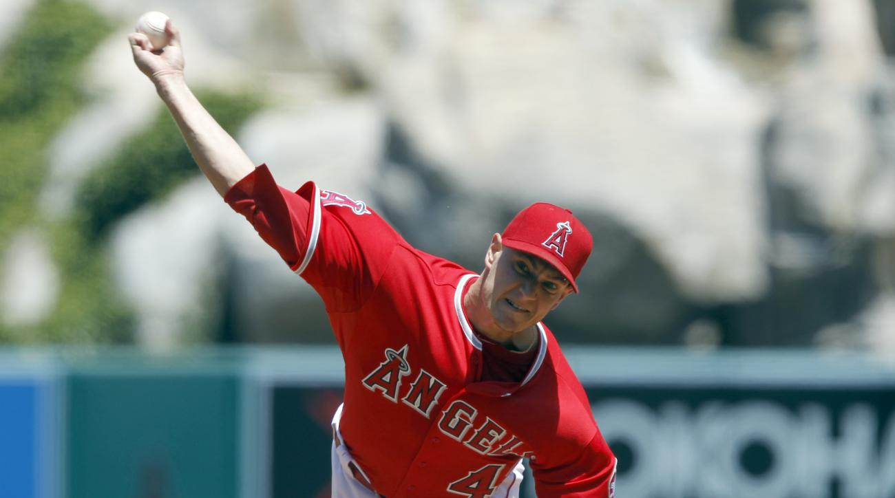 Los Angeles Angels starting pitcher Garrett Richards throws against the Houston Astros during the first inning of a baseball game in Anaheim, Calif., Sunday, May 10, 2015. (AP Photo/Alex Gallardo)