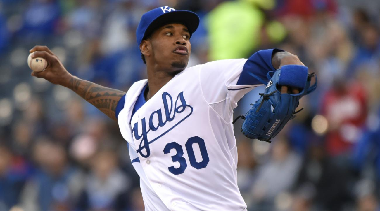 Kansas City Royals starting pitcher Yordano Ventura throws in the first inning during an interleague baseball game against the Cincinnati Reds Tuesday, May 19, 2015, in Kansas City, Mo.  (AP Photo/Ed Zurga)