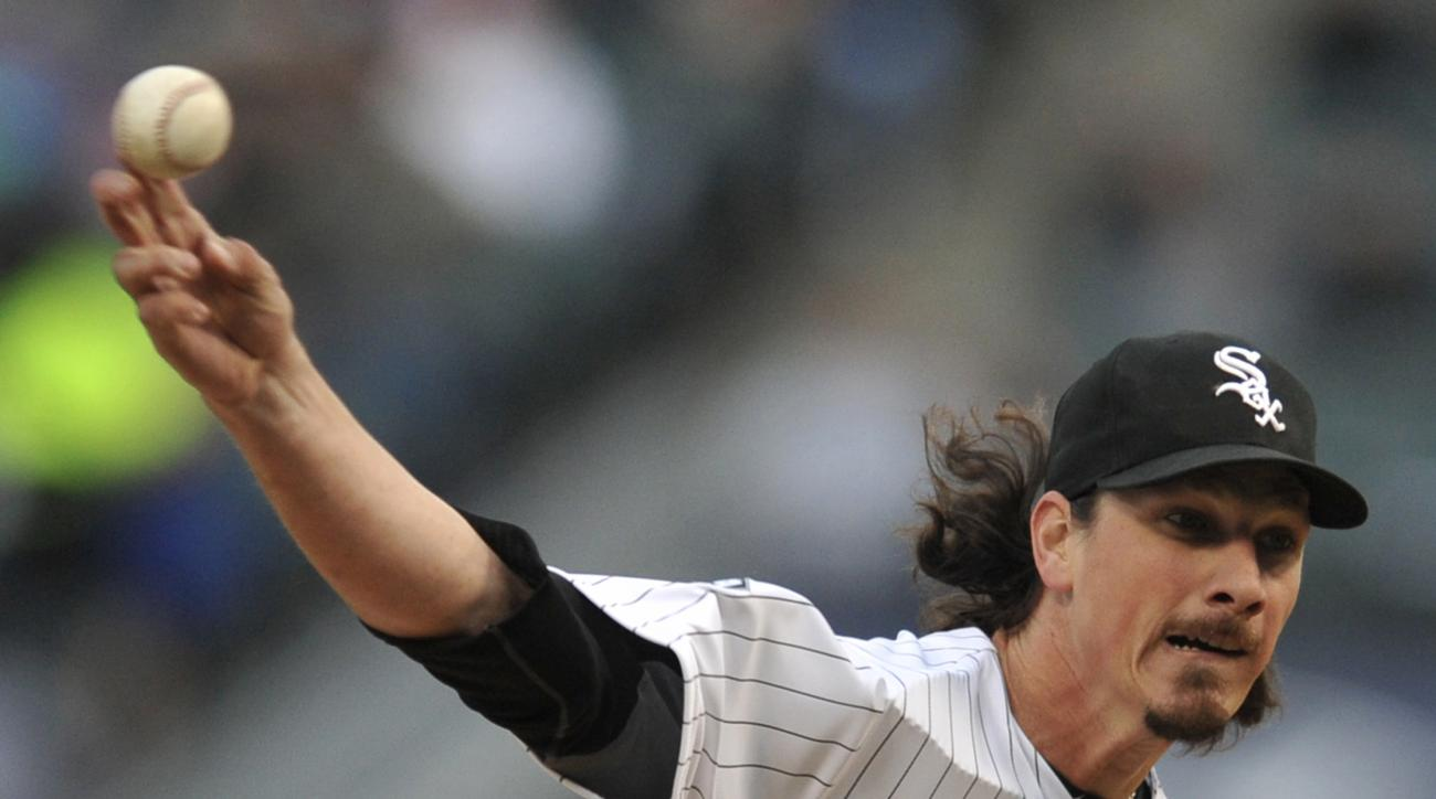 Chicago White Sox starter Jeff Samardzija delivers a pitch during the first inning of a baseball game against the Minnesota Twins in Chicago, Friday, May 22, 2015. (AP Photo/Paul Beaty)