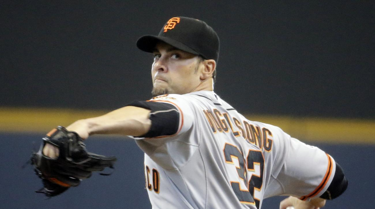 San Francisco Giants starting pitcher Ryan Vogelsong throws during the first inning of a baseball game against the Milwaukee Brewers Wednesday, May 27, 2015, in Milwaukee. (AP Photo/Morry Gash)