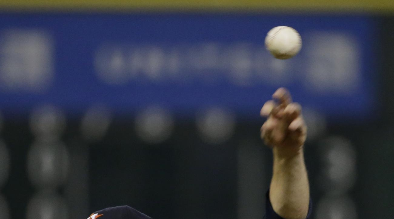 Houston Astros starting pitcher Dallas Keuchel throws against the Chicago White Sox during the sixth inning of a baseball game Saturday, May 30, 2015, in Houston. (AP Photo/David J. Phillip)