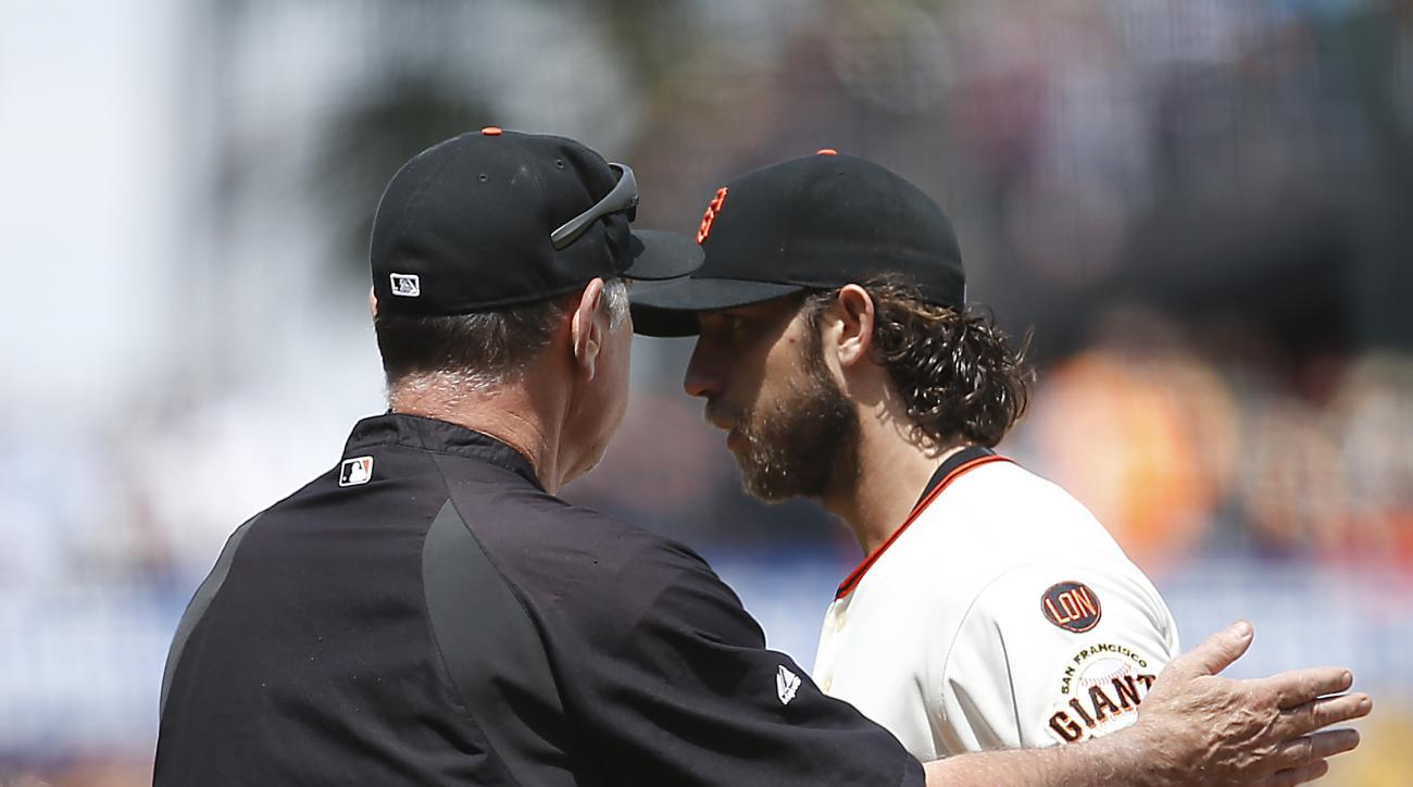 San Francisco Giants starting pitcher Madison Bumgarner, right, is taken out of a baseball game by manager Bruce Bochy, left, during the seventh inning against the Atlanta Braves, Sunday, May 31, 2015, in San Francisco. (AP Photo/Tony Avelar)