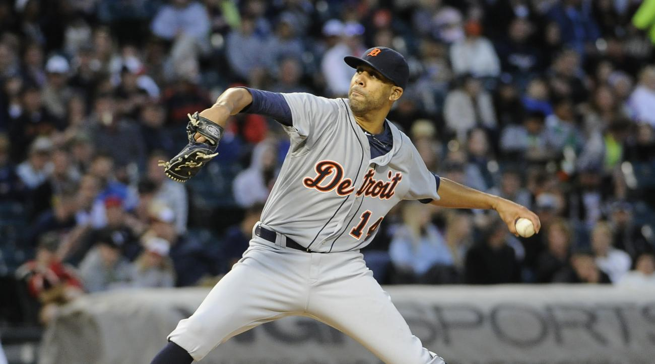 Detroit Tigers starting pitcher David Price (14) throws against the Chicago White Sox during the sixth inning of a baseball game, Saturday, June 6, 2015 in Chicago.  (AP Photo/David Banks)