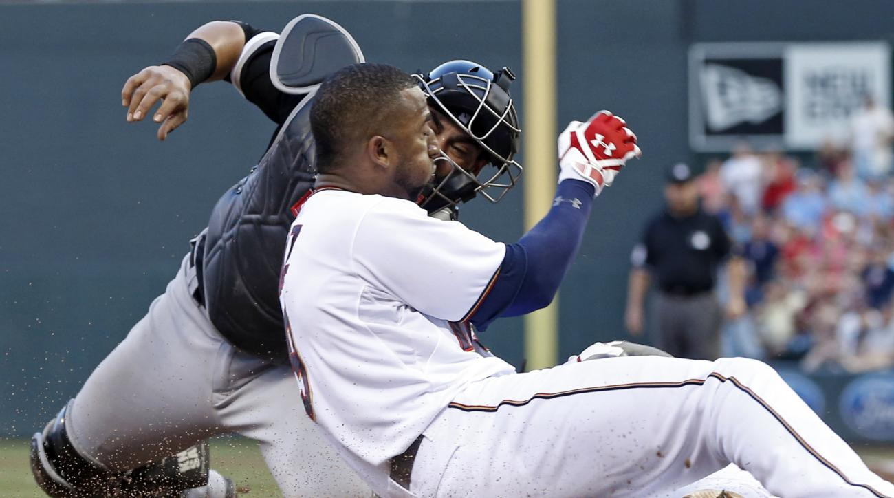 Chicago White Sox catcher Geovany Soto tags out Minnesota Twins' Eduardo Nunez, right, as he attempted to score on an RBI single by Kurt Suzuki during the fourth inning of a baseball game, Tuesday, June 23, 2015, in Minneapolis. (AP Photo/Jim Mone)