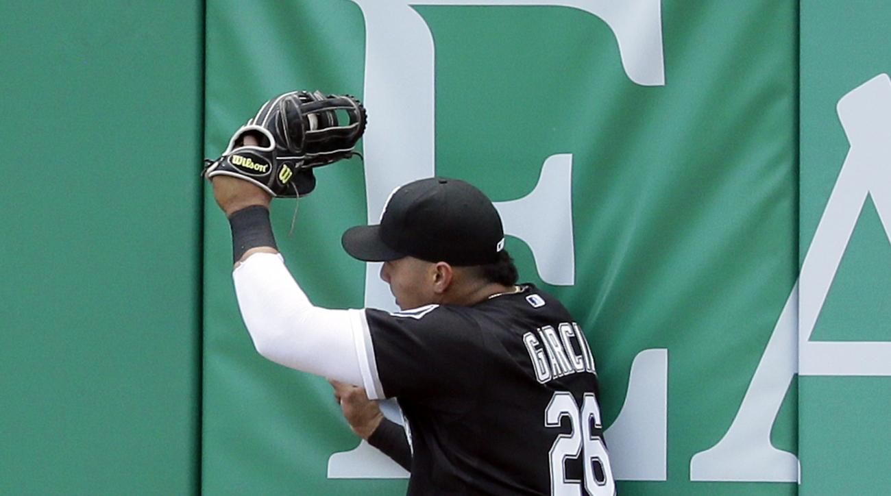 Chicago White Sox right fielder Avisail Garcia catches a fly-out hit by Detroit Tigers' Nick Castellanos during the fifth inning of a baseball game, Sunday, June 28, 2015, in Detroit. (AP Photo/Carlos Osorio)