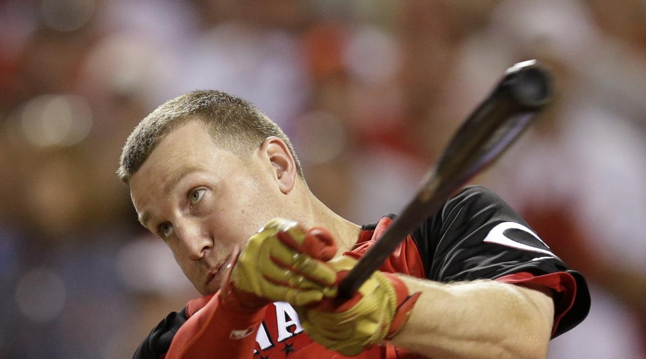 National League's Todd Frazier, of the Cincinnati Reds, hits in the final round of the MLB All-Star baseball Home Run Derby, Monday, July 13, 2015, in Cincinnati. (AP Photo/John Minchillo)