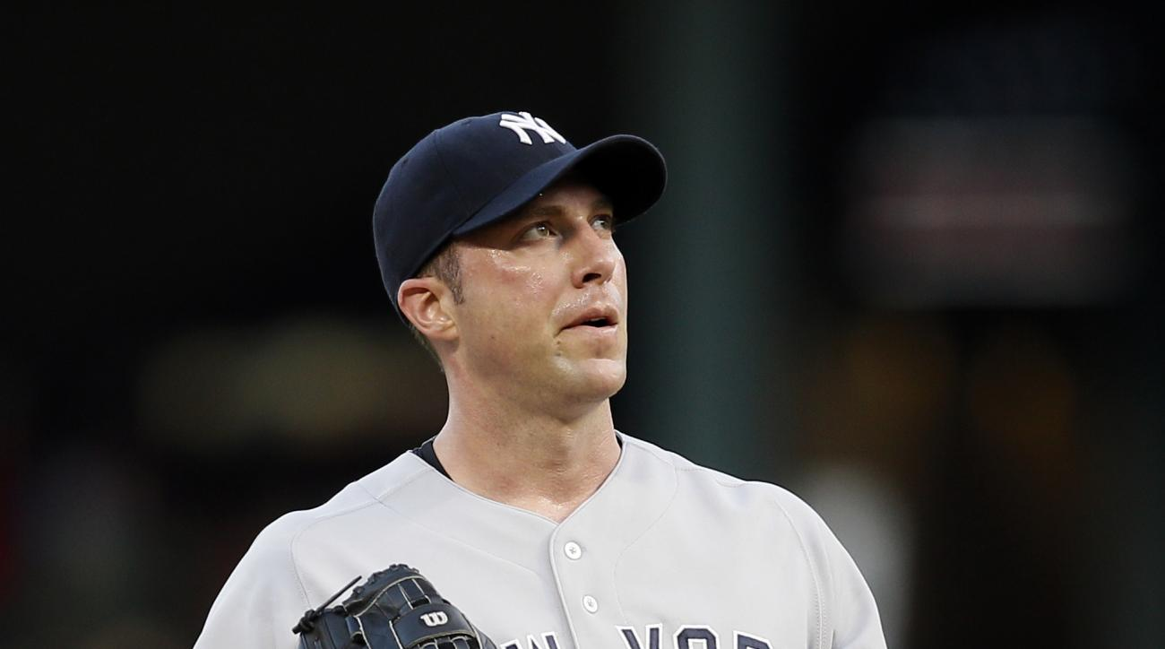 New York Yankees' Chris Capuano looks skyward as he waits to be pulled from the game in the first inning of a baseball game against the Texas Rangers Tuesday, July 28, 2015, in Arlington, Texas. (AP Photo/Tony Gutierrez)