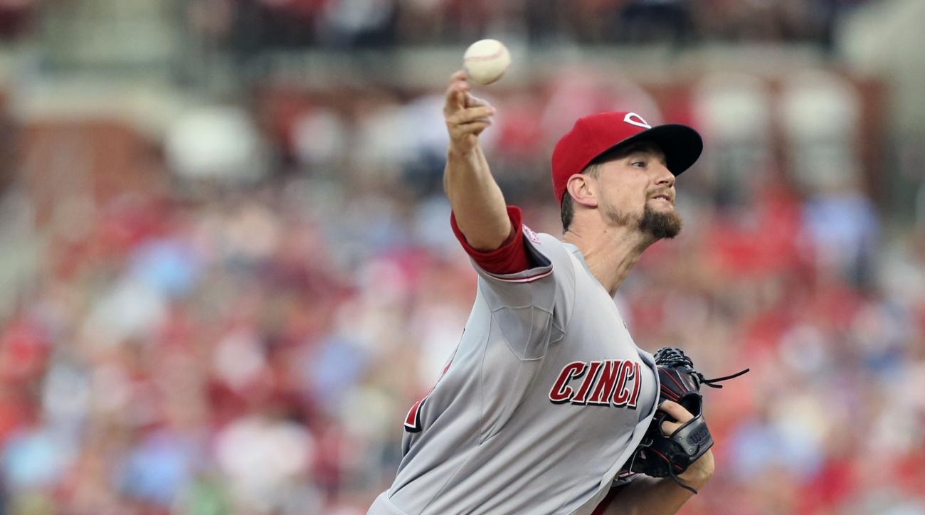 Cincinnati Reds starting pitcher Mike Leake pitches to the St. Louis Cardinals during a baseball game Tuesday, July 28, 2015, in St. Louis. (Chris Lee/St. Louis Post-Dispatch via AP)  EDWARDSVILLE INTELLIGENCER OUT; THE ALTON TELEGRAPH OUT; MANDATORY CRED