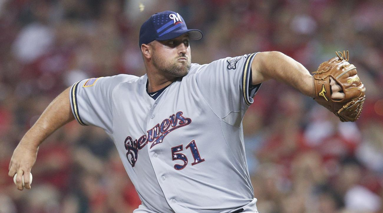 Milwaukee Brewers relief pitcher Jonathan Broxton throws in the ninth inning of a baseball game against the Cincinnati Reds, Saturday, July 4, 2015, in Cincinnati. The Brewers won 7-3. (AP Photo/John Minchillo)