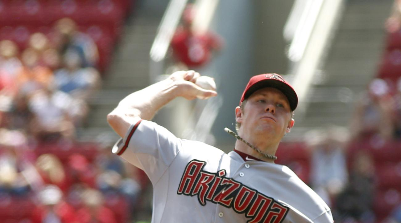 Arizona Diamondbacks starting pitcher Chase Anderson throws against the Cincinnati Reds in the first inning of a baseball game, Sunday, Aug. 23, 2015, in Cincinnati. (AP Photo/David Kohl)