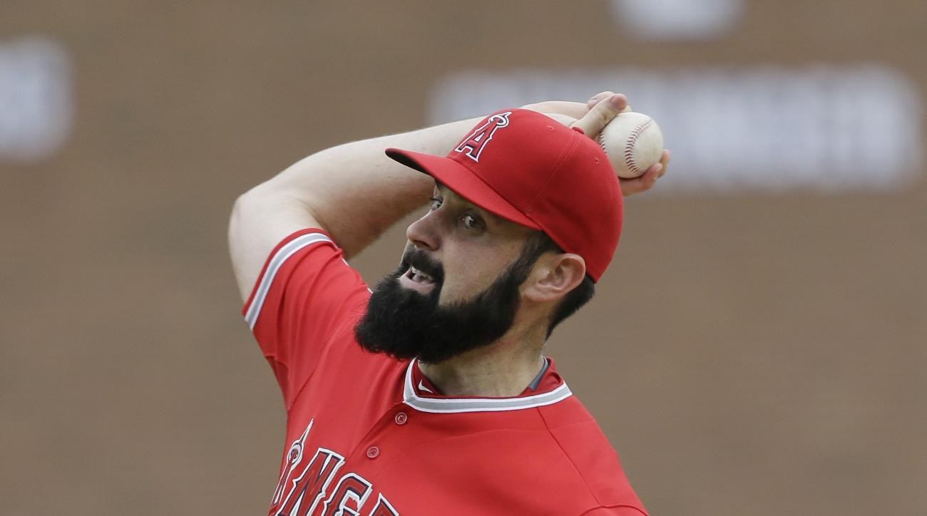 Los Angeles Angels starting pitcher Matt Shoemaker throws during the first inning of a baseball game against the Detroit Tigers, Thursday, Aug. 27, 2015, in Detroit. (AP Photo/Carlos Osorio)