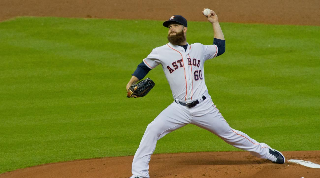 Houston Astros pitcher Dallas Keuchel delivers a pitch against the Seattle Mariners in the first inning of a baseball game Monday, Aug. 31, 2015, in Houston.  (AP Photo/Richard Carson)