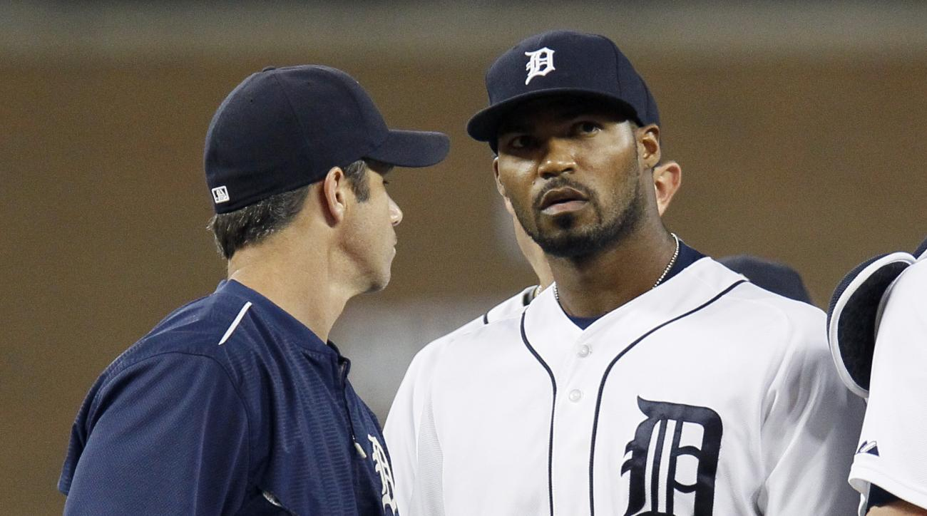 Detroit Tigers pitcher Al Alburquerque, right, is pulled from the game by manager Brad Ausmus during the sixth inning of a baseball game against the Tampa Bay Rays at Comerica Park Tuesday, Sept. 8, 2015, in Detroit. (AP Photo/Duane Burleson)