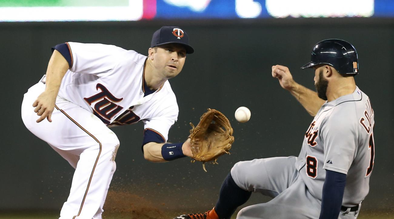 Detroit Tigers' Tyler Collins, right, beats the throw to Minnesota Twins second baseman Brian Dozier to steal second base in the sixth inning of a baseball game, Tuesday, Sept. 15, 2015, in Minneapolis. (AP Photo/Jim Mone)