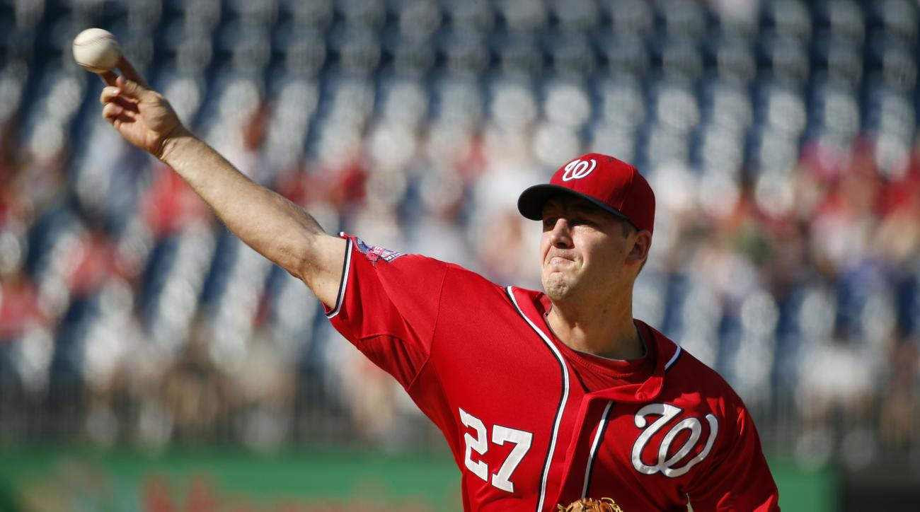 Washington Nationals starting pitcher Jordan Zimmermann throws during the first inning of a baseball game against the Miami Marlins at Nationals Park, Saturday, Sept. 19, 2015, in Washington. (AP Photo/Alex Brandon)