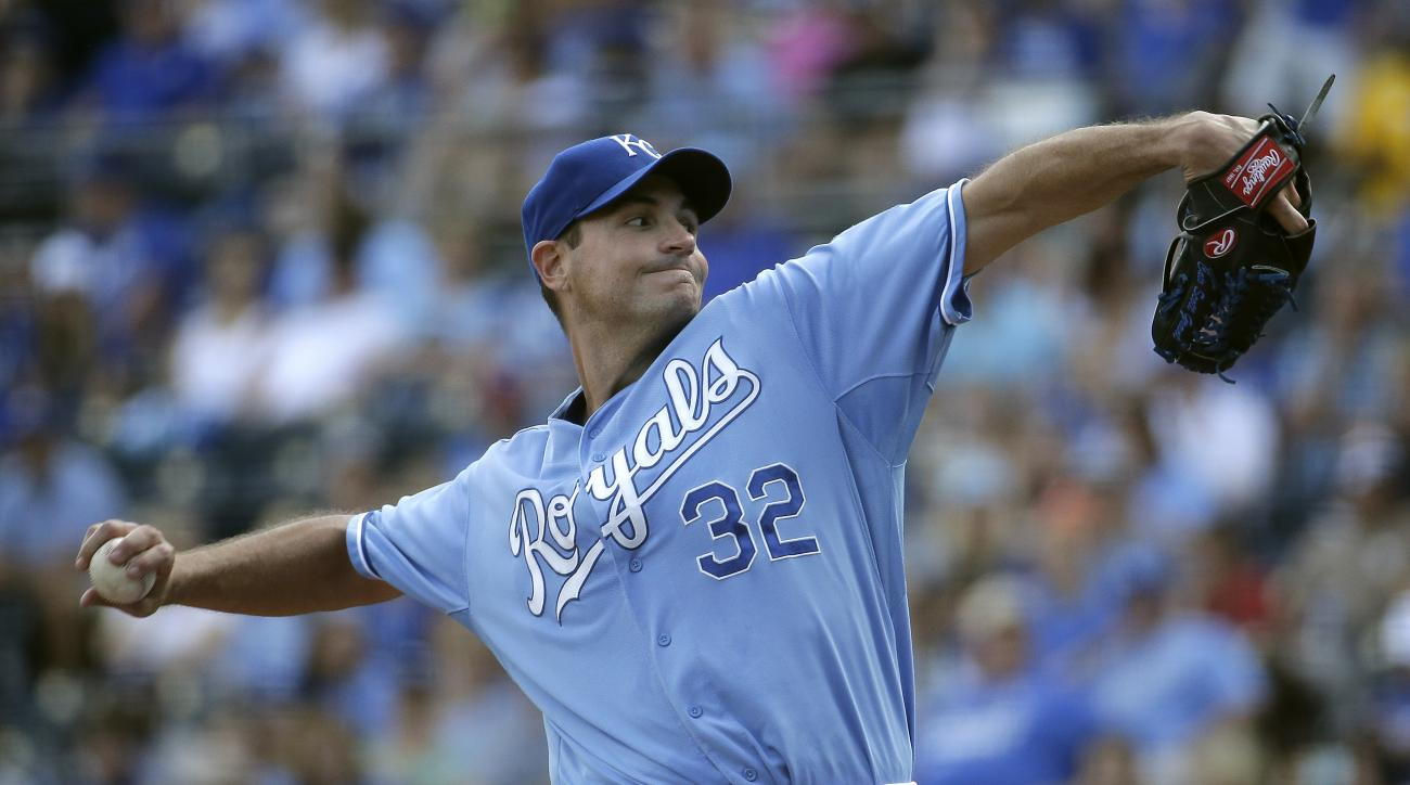 Kansas City Royals starting pitcher Chris Young throws during the first inning of a baseball game against the Cleveland Indians, Sunday, Sept. 27, 2015, in Kansas City, Mo. (AP Photo/Charlie Riedel)