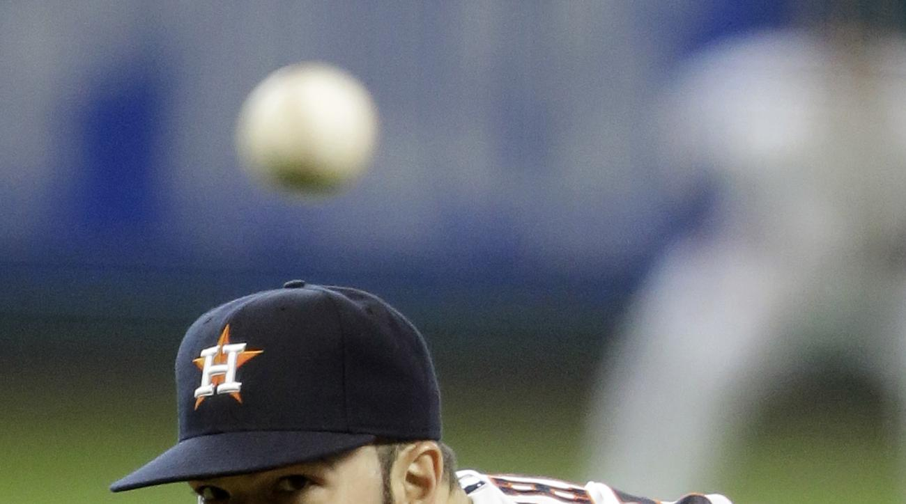 Houston Astros' Dallas Keuchel delivers a pitch against the Texas Rangers in the sixth inning of a baseball game, Sunday, Sept. 27, 2015, in Houston. (AP Photo/Pat Sullivan)