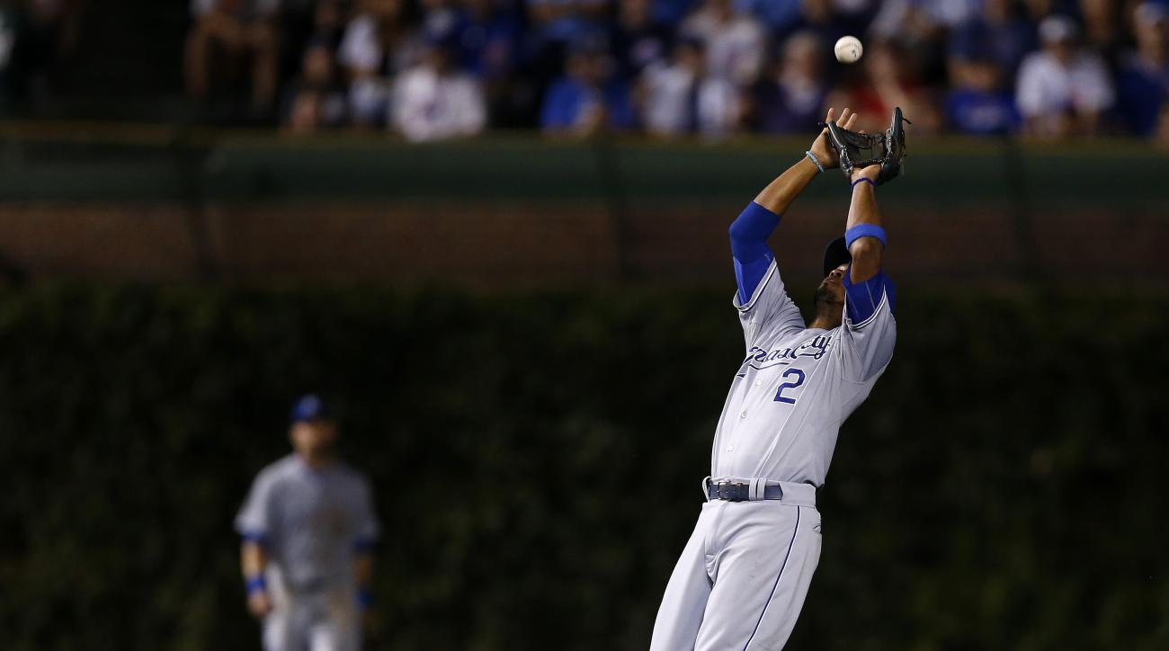 Kansas City Royals shortstop Alcides Escobar (2) catches a fly ball hit by Chicago Cubs' Jorge Soler during the eighth inning of a baseball game Monday, Sept. 28, 2015, in Chicago. (AP Photo/Andrew A. Nelles)