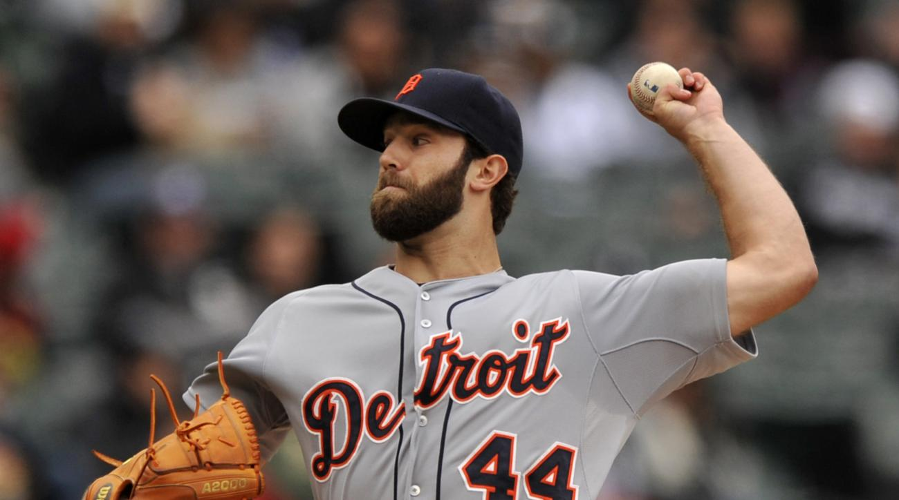Detroit Tigers starter Daniel Norris (44), delivers a pitch during the first inning of a baseball game against the Chicago White Sox Sunday, Oct. 4, 2015 in Chicago. (AP Photo/Paul Beaty)